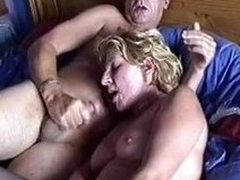 Amateur mature couple fucking on put emphasize bed